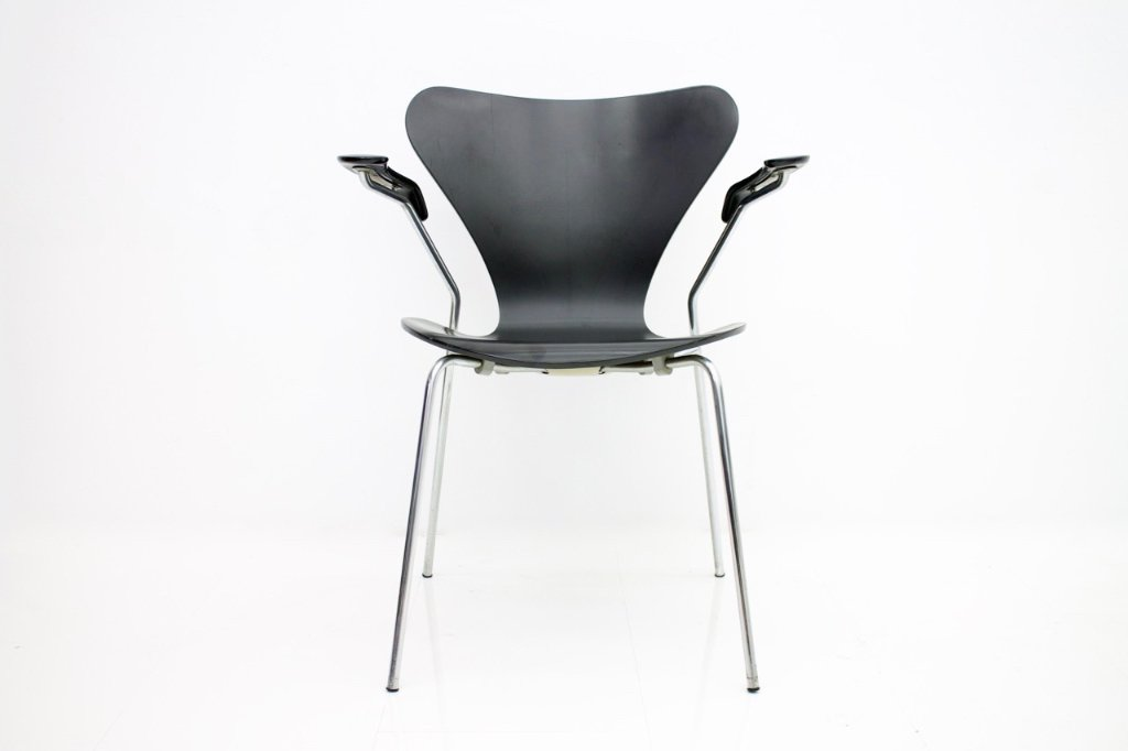 Set of Eight Black Arne Jacobsen Chairs with Armrests 3207 by Fritz Hansen 1955