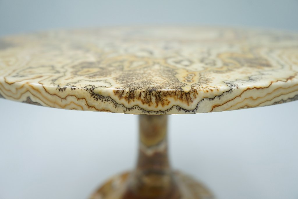Phenomenal Onyx Stone Side Table, Italy, 1970s
