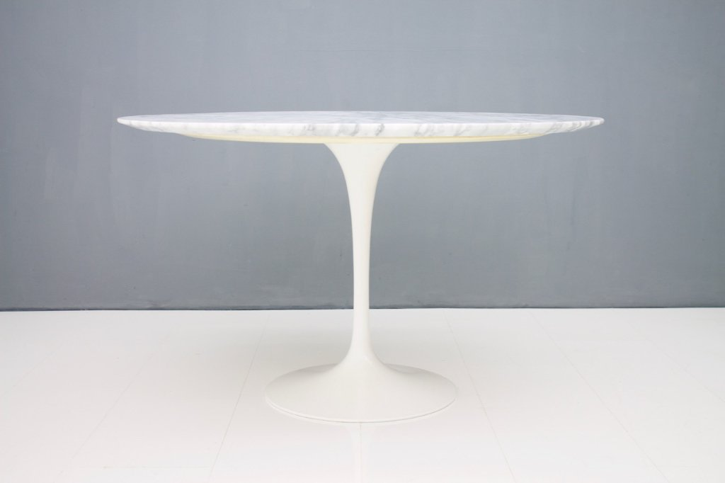 Eero Saarinen Tulip Dining Table with White Marble Top Knoll International