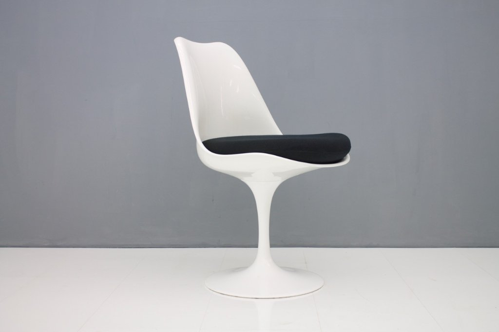 Eero Saarinen Tulip Side Chair Knoll International