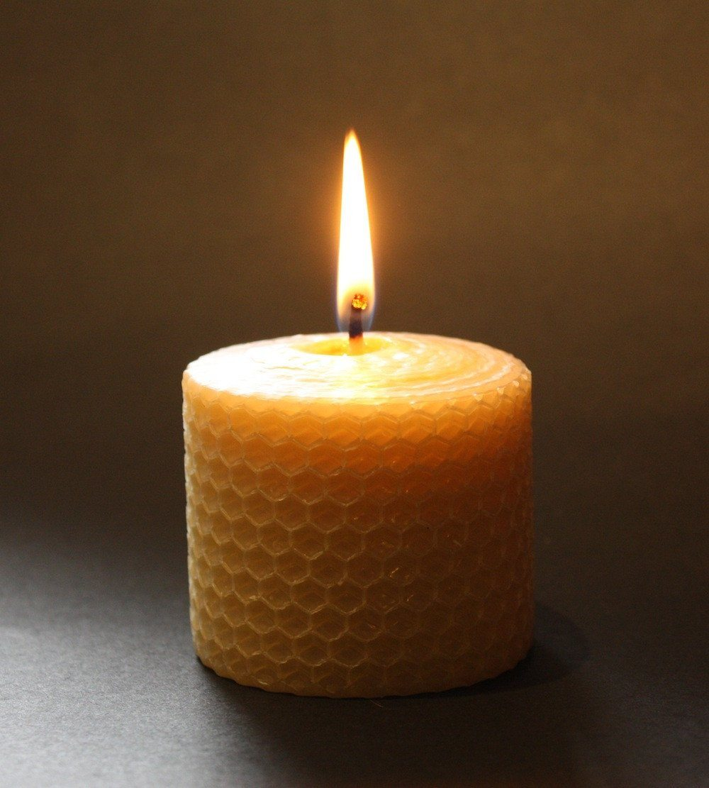cosy honeycomb candle set 3 x candles made from certified organic