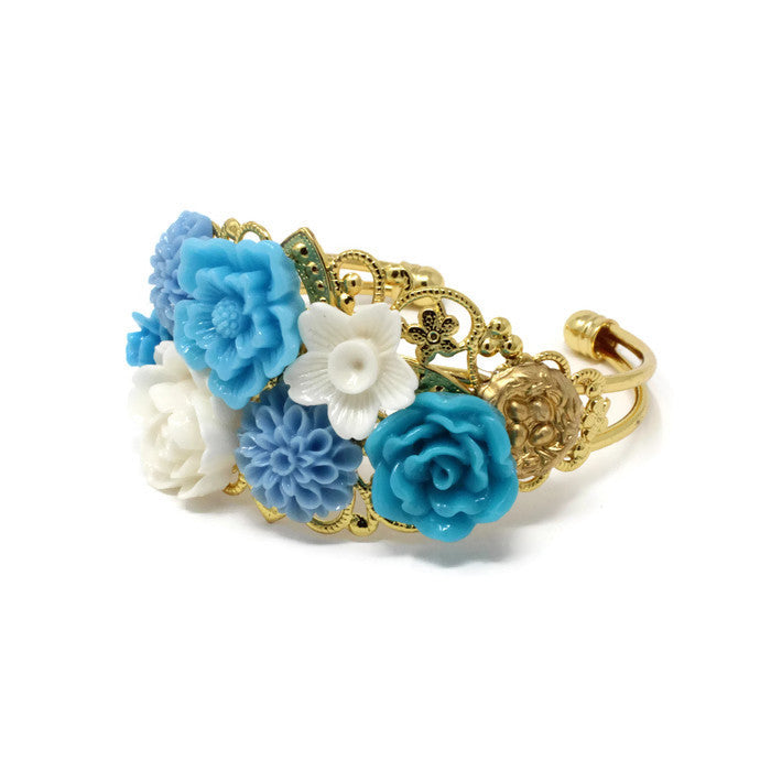 Garden Cuff in Cornflower White