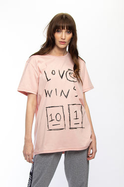 RUSH TEE - LOVE WINS