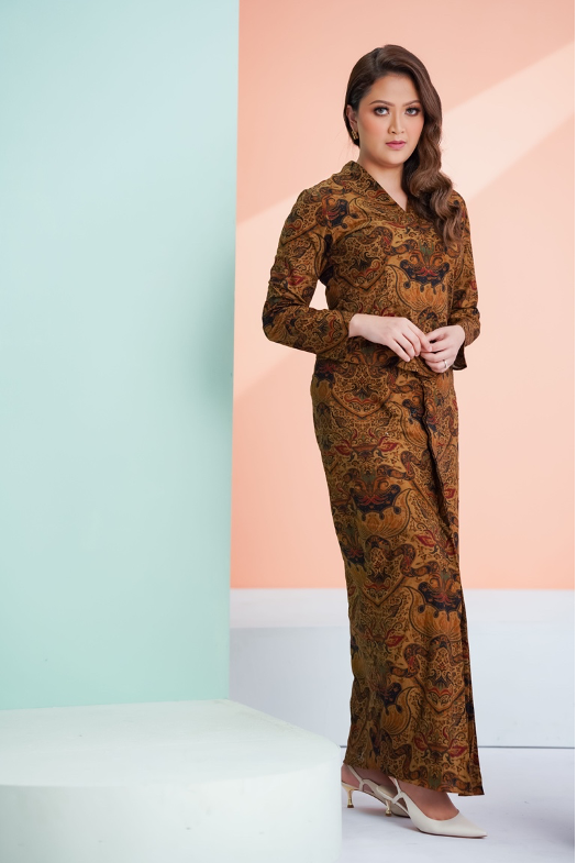 Deluna Kebaya in Brown
