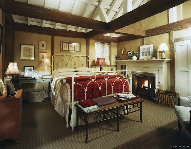 Iris' cottage bedroom in the movie The Holiday