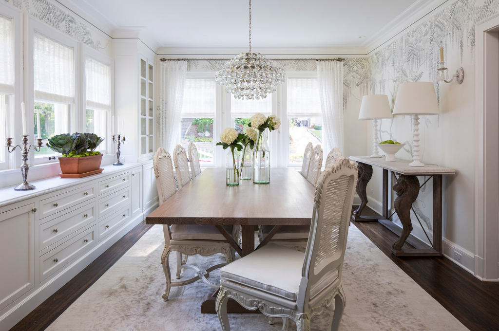 Dining room design by Martha O'Hara Interiors | Courtesy of Troy Thies Photography