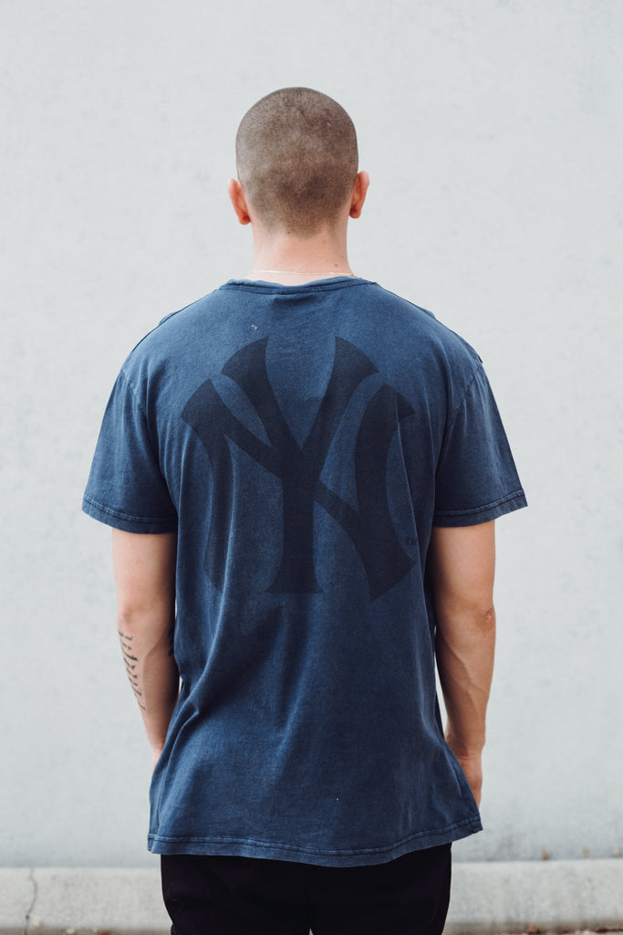 MAJESTIC ATHLETIC - YANKEES PINCHER TEE NAVY STONE 33398