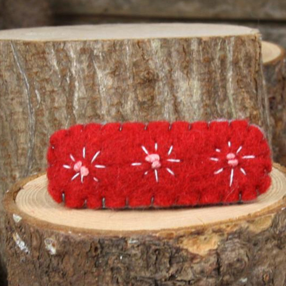 hair clip: star burst (red)