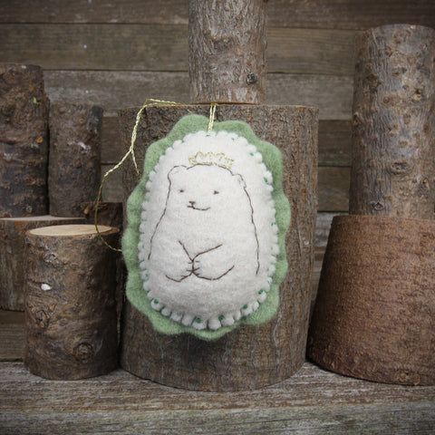 ornament: bear in crown