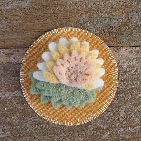 decorative wool felt pin: flower