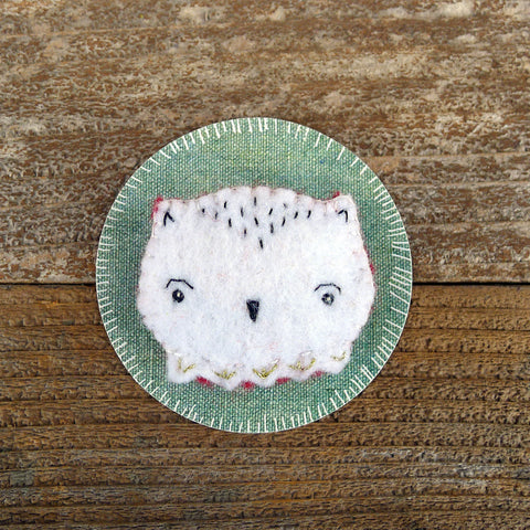 decorative wool felt pin: owl face