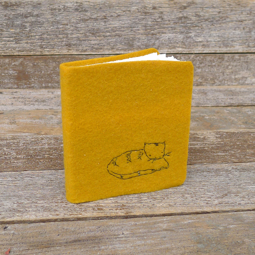 little felt journal: cat