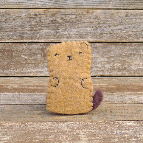 finger puppet: brown bear