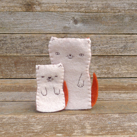 finger puppets: mama cat and kitten