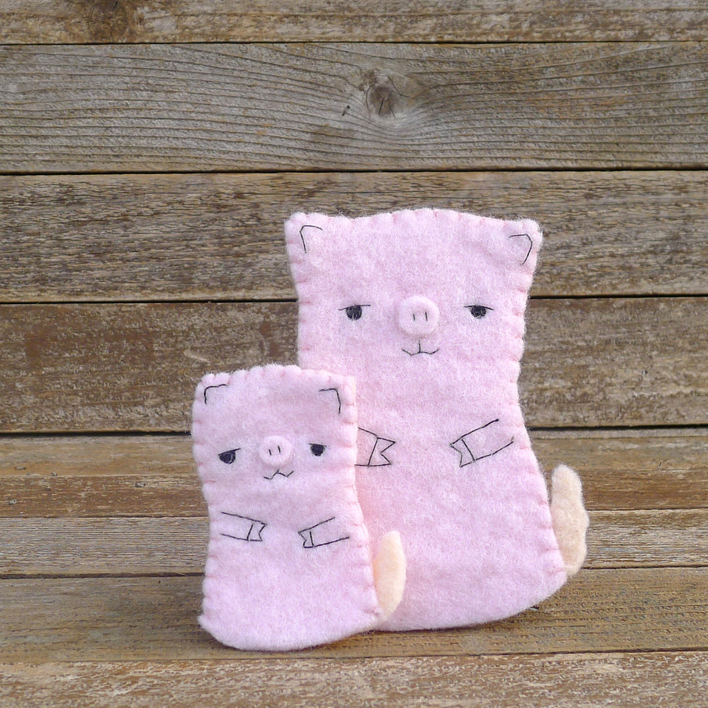 finger puppets: mama pig and piglet