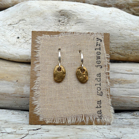 earrings: pebble
