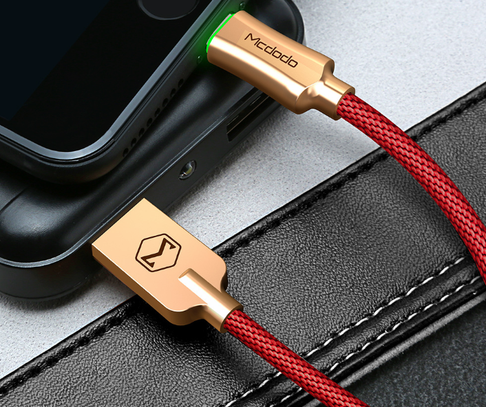 Intelligent power-off aluminum alloy braided fast charging line