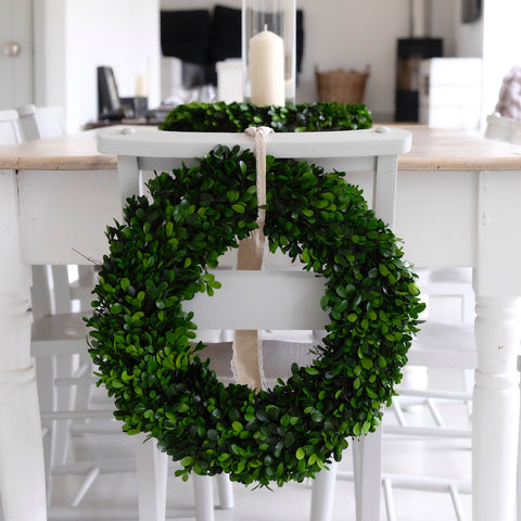 boxwood wreath, easter tables,