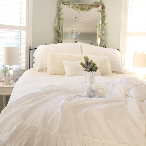 evergreen, green decor, christmas bedroom, boxwood, linen