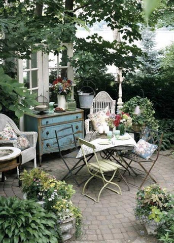 Take A Few Household Items Outside. Vintage Frames Can Be Painted, Coated  And Hung On Fences Or Wood Siding And Walls. Bedroom Dressers And Drawers  Make For ...