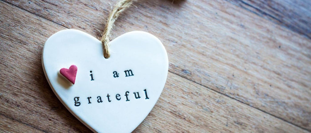 Ceramic Heart with 'i am grateful' stamped into the surface.