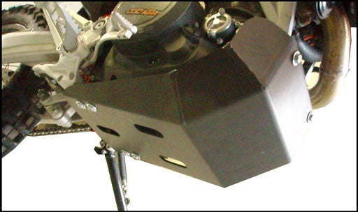 EnduroChicks - Shop for Ricochet Skid Plate Part #280 - Mounting Pic 2 - KTM 690 Enduro R (2009-2013)