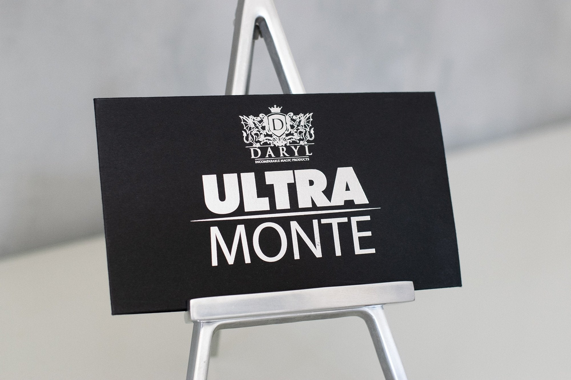 Ultra Monte by DARYL Galerie