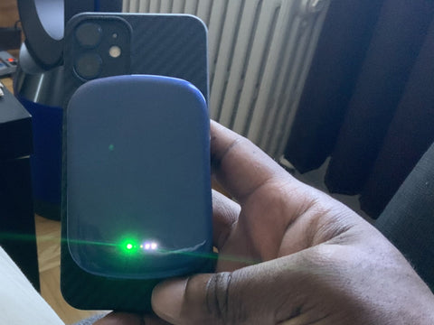 Steps to use a magnetic wireless power bank portable