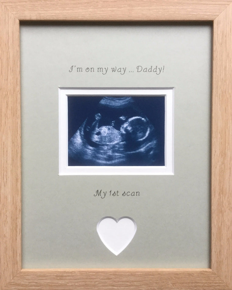 Im on my way Daddy 1st Baby Scan Photo Frame Beech, Grey