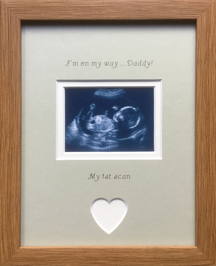 Im on my way Daddy 1st Baby Scan Photo Frame Oak, Grey