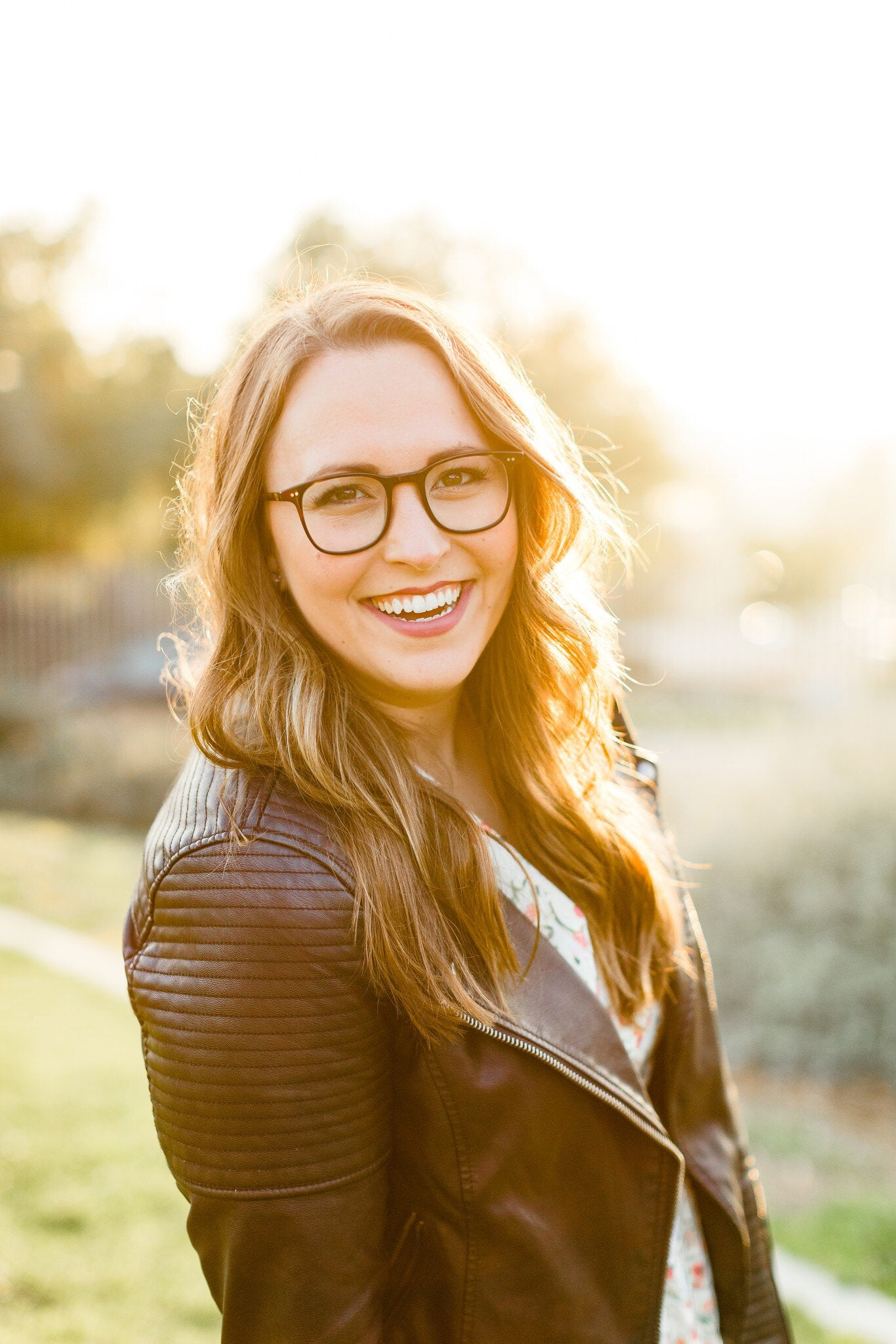 A portrait of Natalie Franke, the Head of Community at HoneyBook (a client management software)
