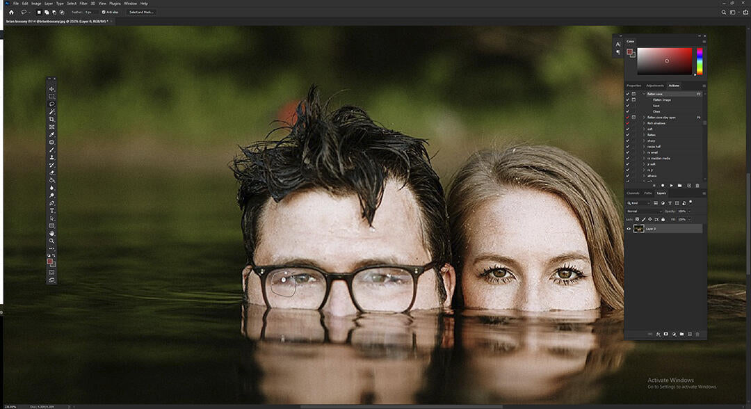 How to Remove Glass Glare From Photos in Photoshop with lasso tool