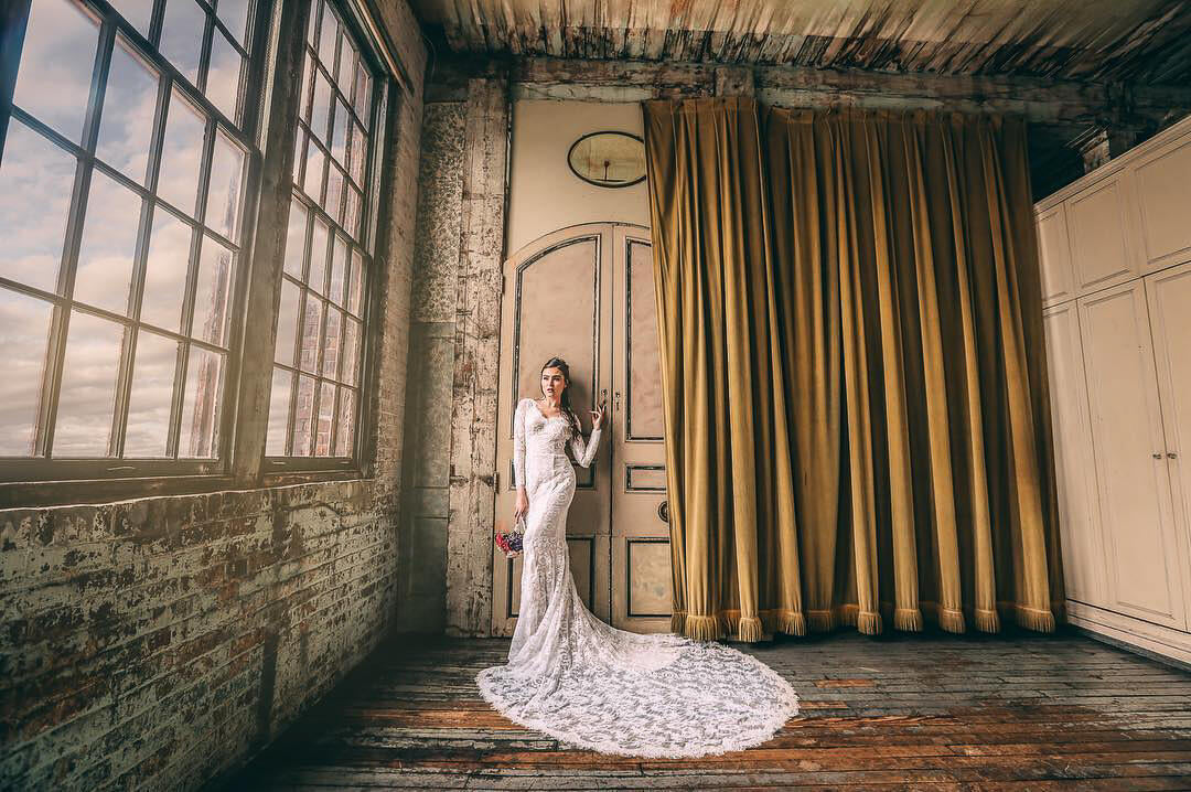 A lovely bride indoor photoshoot on her wedding day.