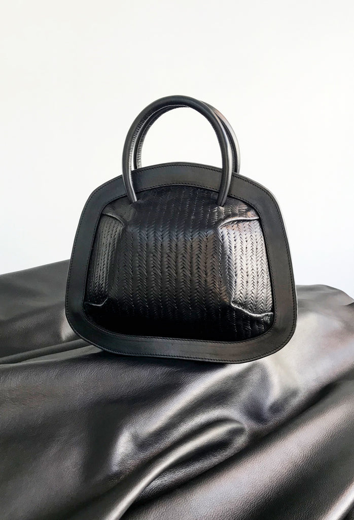 OSTWALD Leather Manufactory BUBBLE . Tote in black color made from genuine italian calfskin