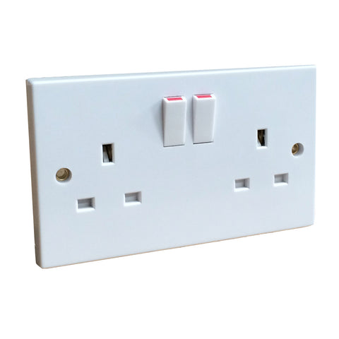 5 x White Double Wall Sockets 2 Gang Square Edge Trade Pack