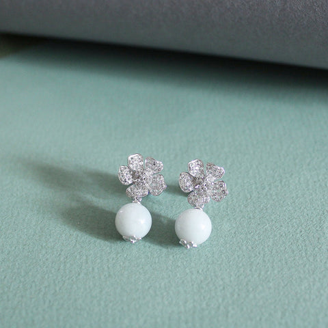 Camellia Earring in White Jade (9K Solid Gold)