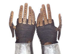 A Pair Of European Bridle Gauntlets Early 17Th Century - Product