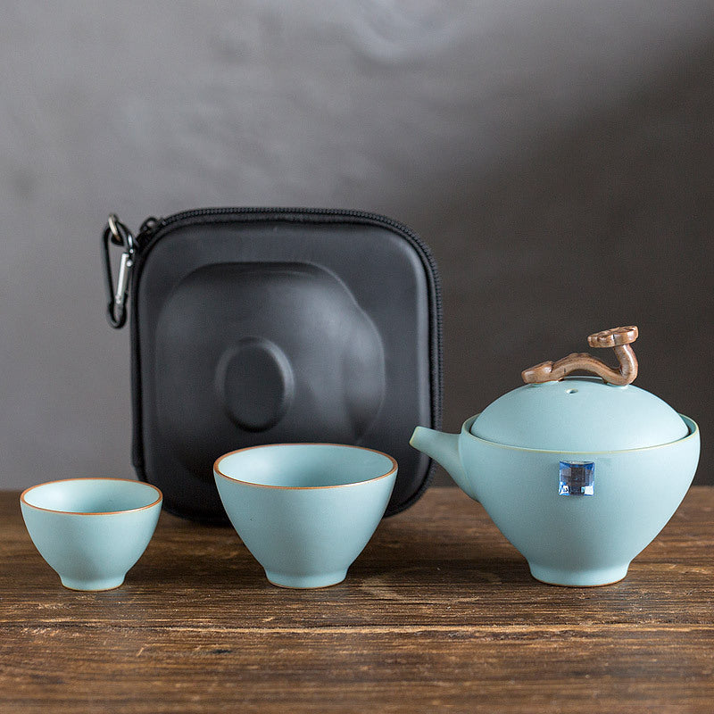 Convenient travel tea set 2 cups per pot
