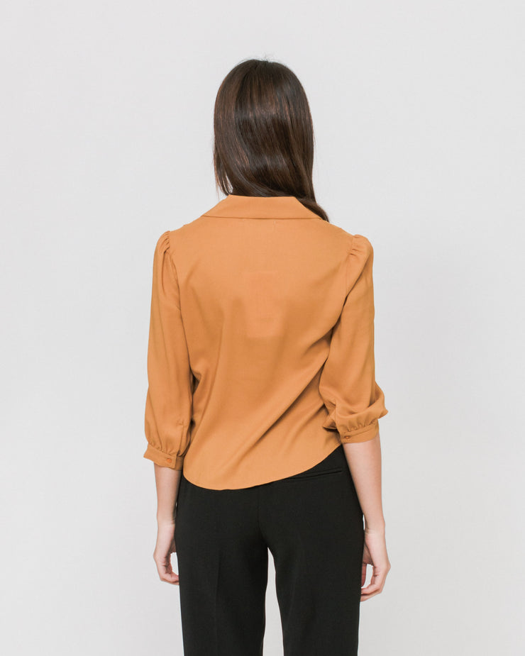Side Party | Blusa Noe Notch Collar Pleated Shoulder - Burnt Orange | Trait Store Barcelona