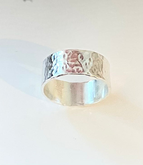 Men's hammered ring