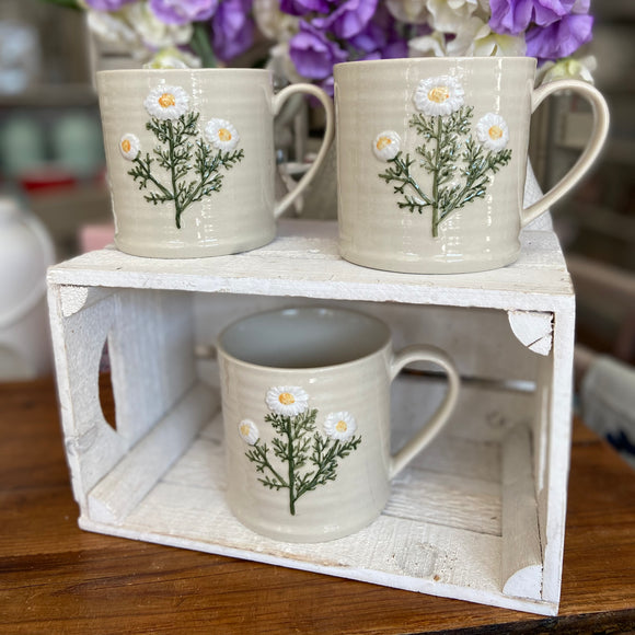 Embossed Daisy Large Mug