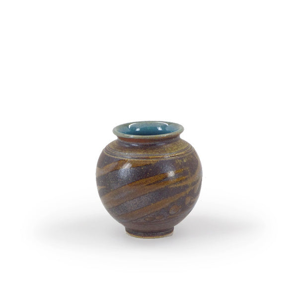 Classic round stoneware vase with grass design