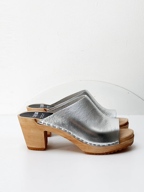 967 tove clog high silver patent