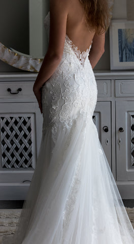 Coastal Chic Bride with Lace Gown