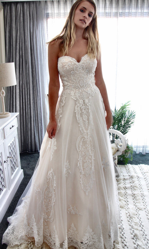 The GC Bridal Lounge | Luxe bohemian bridal gowns designed by Gold ...