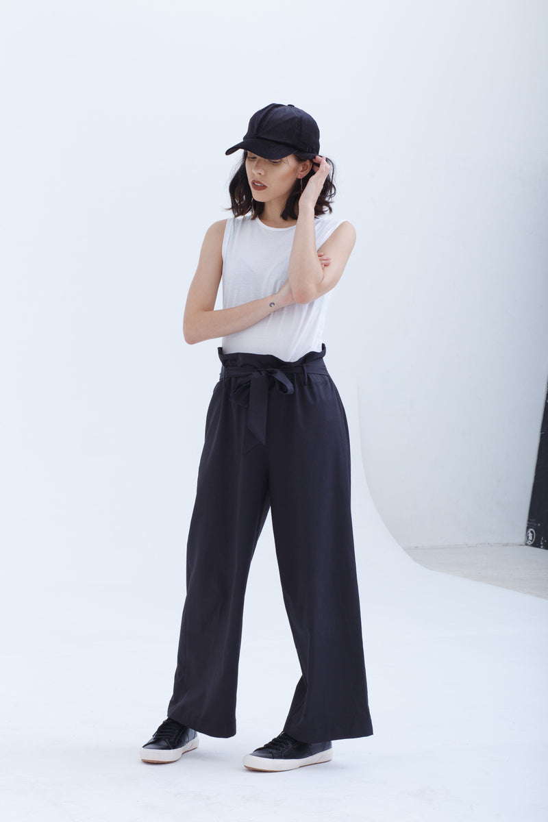 Last Piece — Black Cinched Wide Culotte