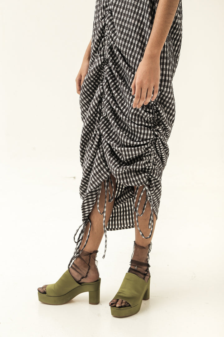 Kaftan Tarik Short Sleeve Dress in Black / White Gingham