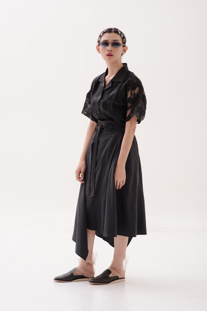 Santai Shirt in Sheer Black Flower