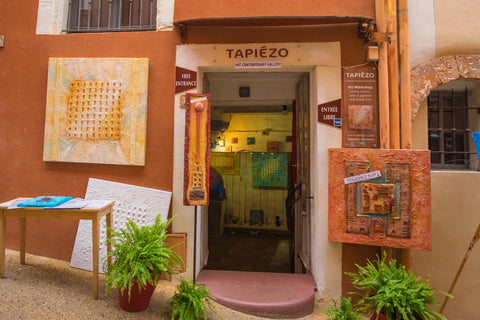 Tapiezo artist shop in roussillon, france