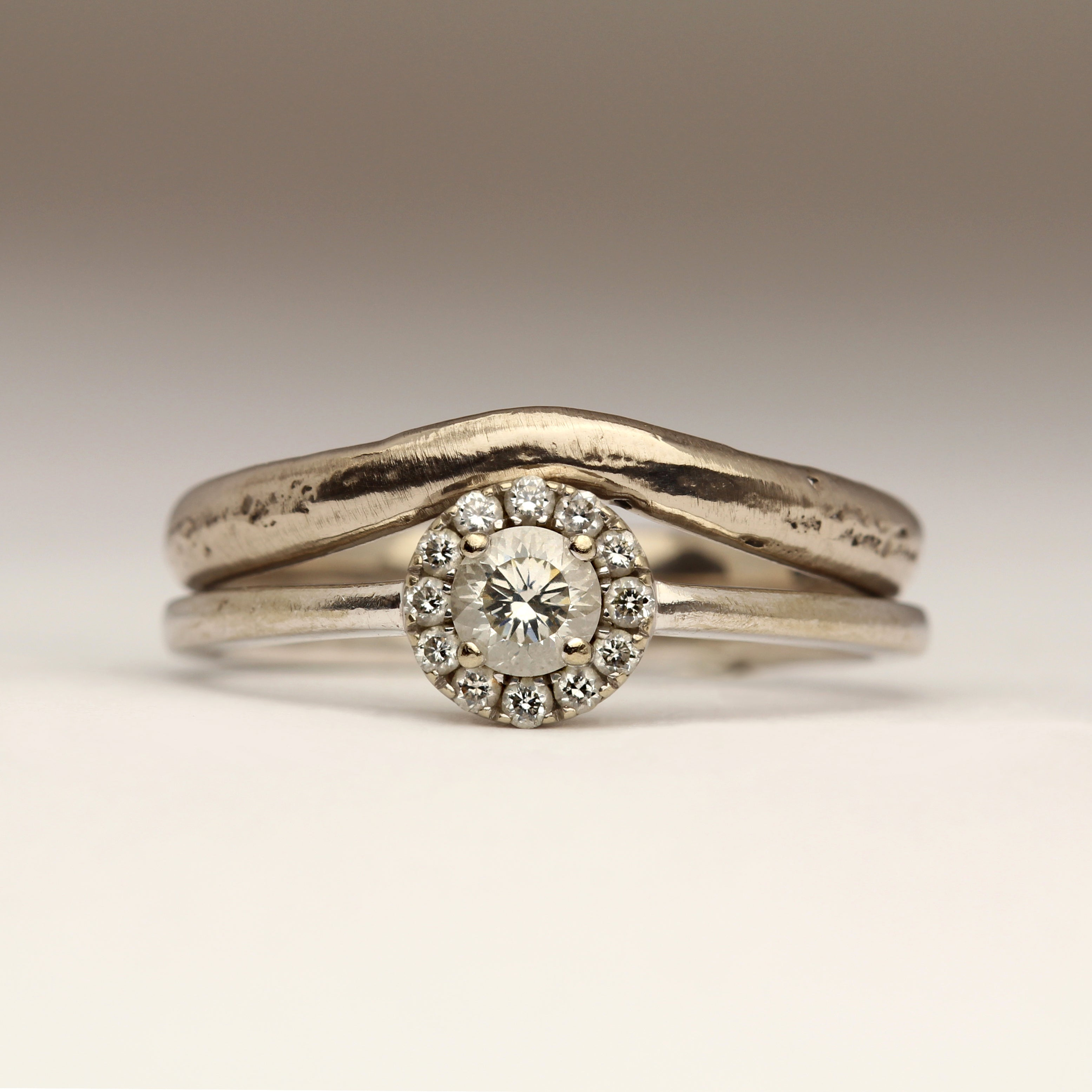 Sandcast ring with a gentle curved